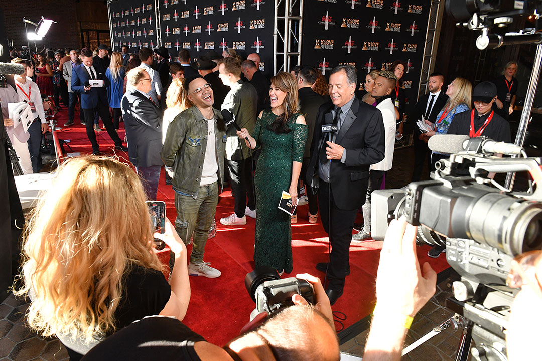 Tauren Wells chats it up on the red carpet with Skip & Amy from the K-LOVE Morning Show.