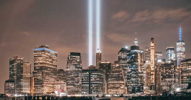 Beams of light reach up to the sky to remember the Trade Towers